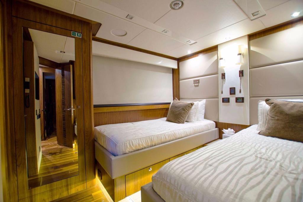 2015 Sunseeker 115 Sport Yacht Image Thumbnail #35