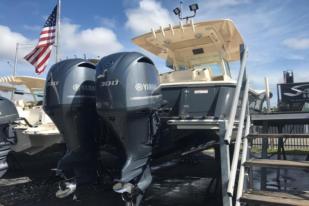 2017 Scout Boats 300 LXF Image Thumbnail #2