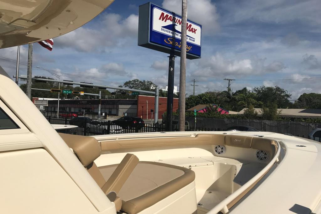 2017 Scout Boats 300 LXF Image Thumbnail #4