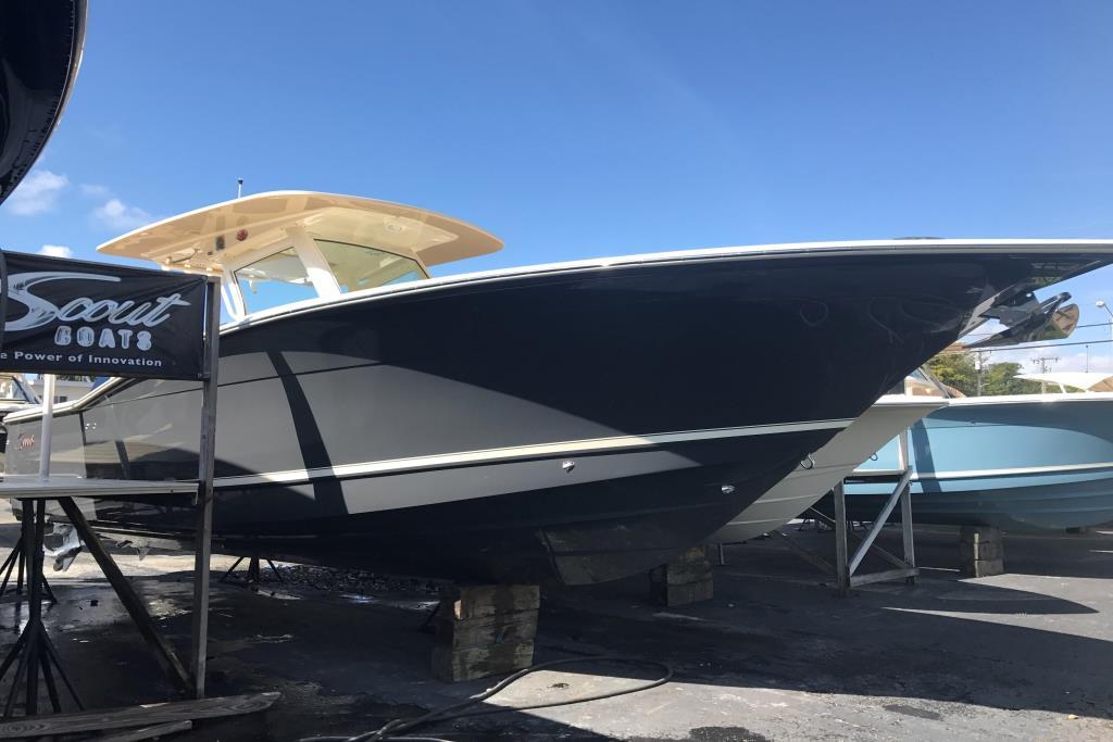 2017 Scout Boats 300 LXF Image Thumbnail #1