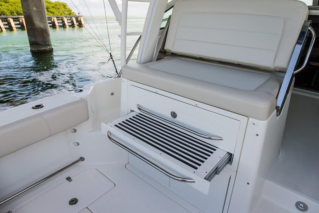 2019 Boston Whaler 345 Conquest Image Thumbnail #6