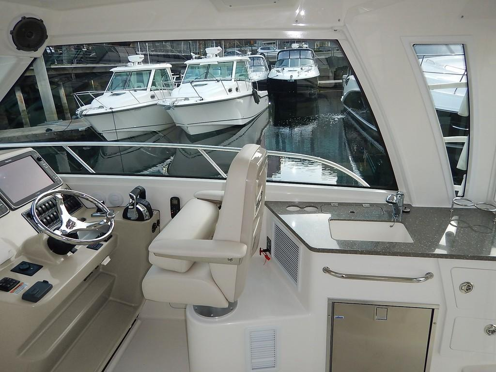 2020 Boston Whaler 345 Conquest Pilothouse Image Thumbnail #7