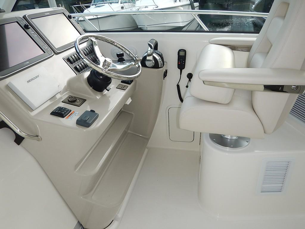 2020 Boston Whaler 345 Conquest Pilothouse Image Thumbnail #11