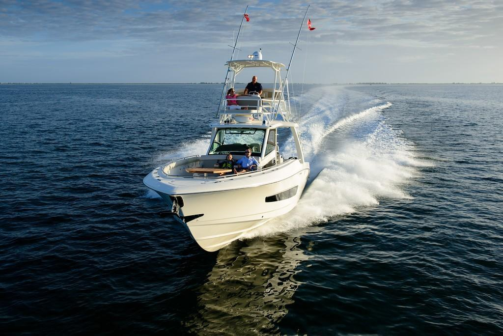 2019 Boston Whaler 420 Outrage