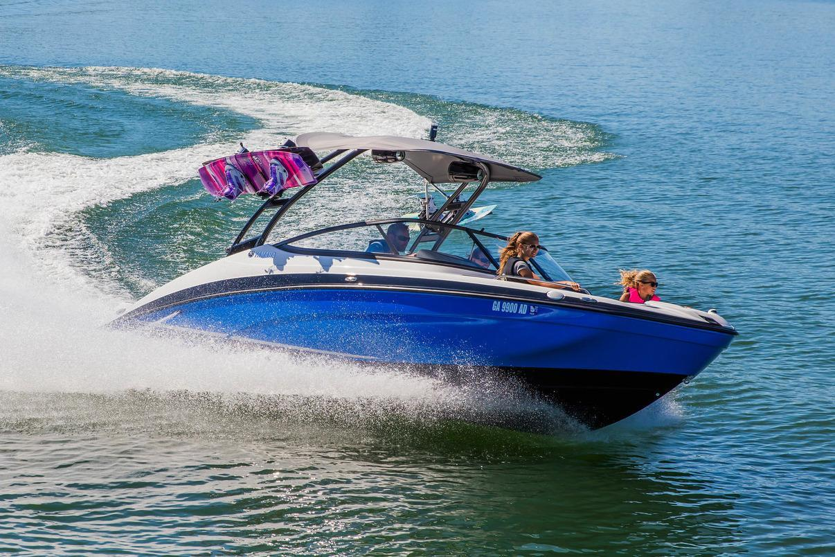 2018 yamaha boats ar210 contact your local marinemax store for Yamaha jet boat reliability