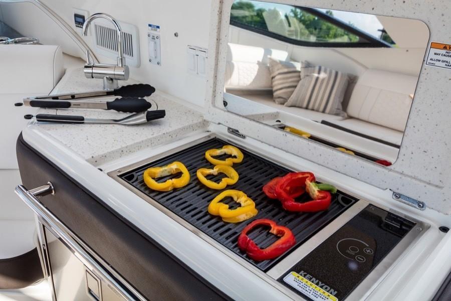 2020 Sea Ray                                                              Sundancer 320 Image Thumbnail #21