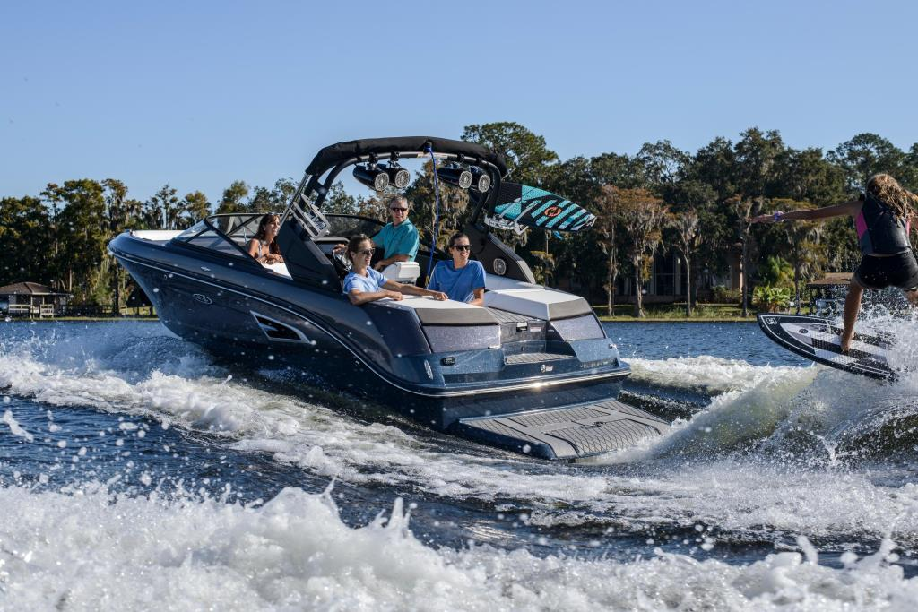 2020 Sea Ray SLX-W 230 Image Thumbnail #4