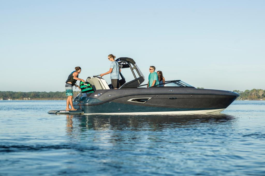 2020 Sea Ray SLX-W 230 Image Thumbnail #3
