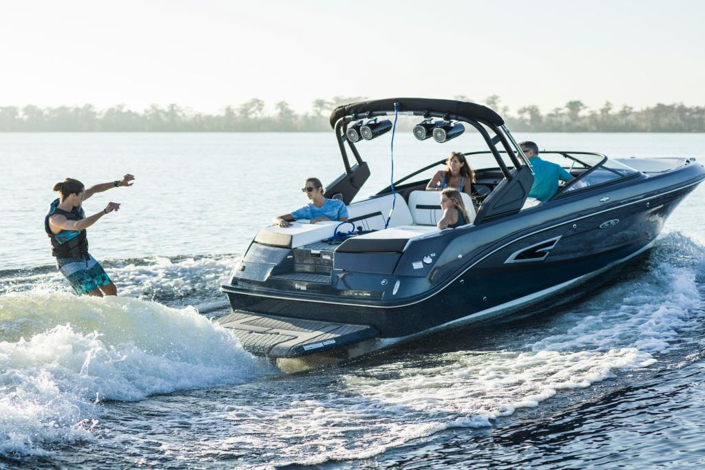 2020 Sea Ray SLX-W 230 Image Thumbnail #2
