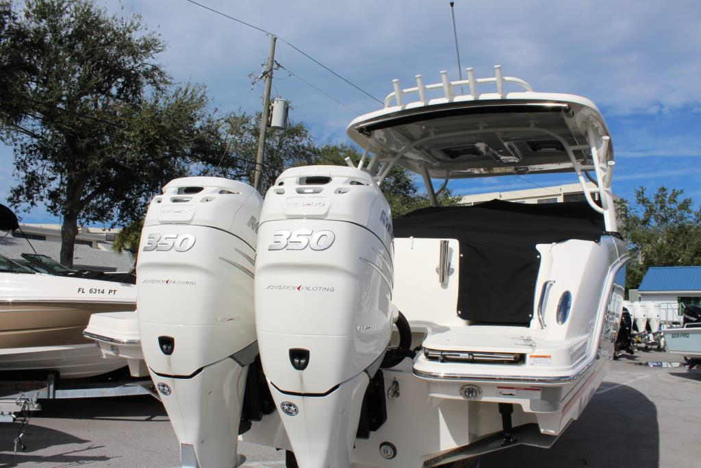 2018 Boston Whaler 320 Vantage Image Thumbnail #6