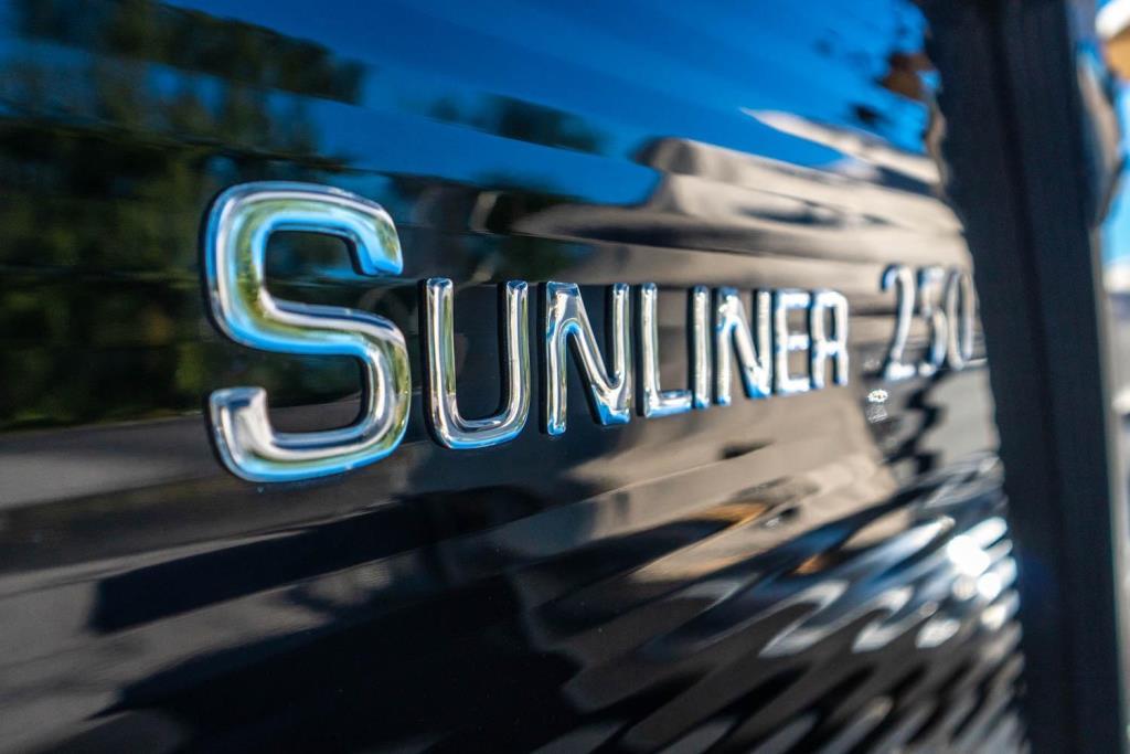 2019 Harris Sunliner 250 Image Thumbnail #5