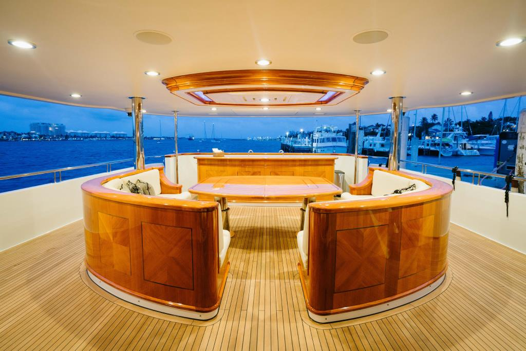Thumbnail 3 for 2010 Richmond Yachts Tri-Deck Motor Yacht