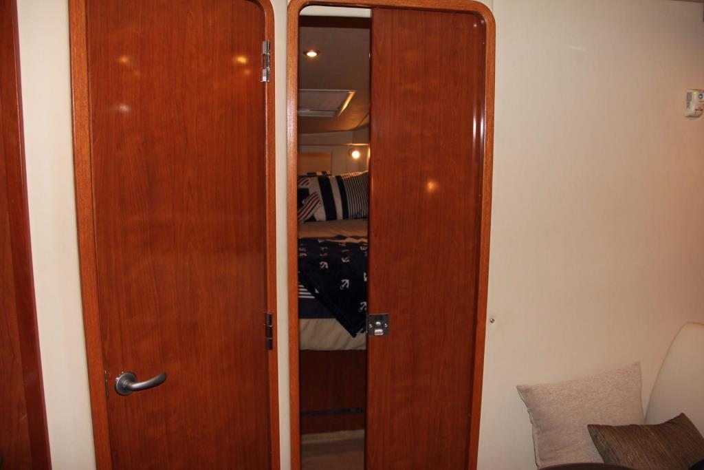 2006 Sea Ray 38 Sundancer Image Thumbnail #29