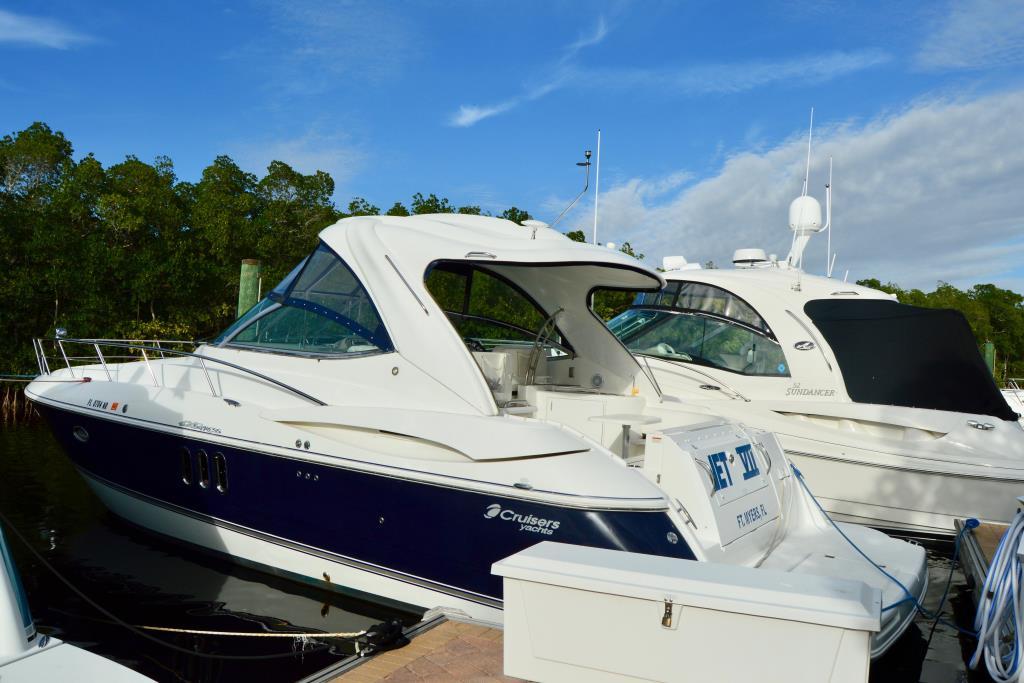 2008 Cruisers Yachts 420 Express Image Thumbnail #17