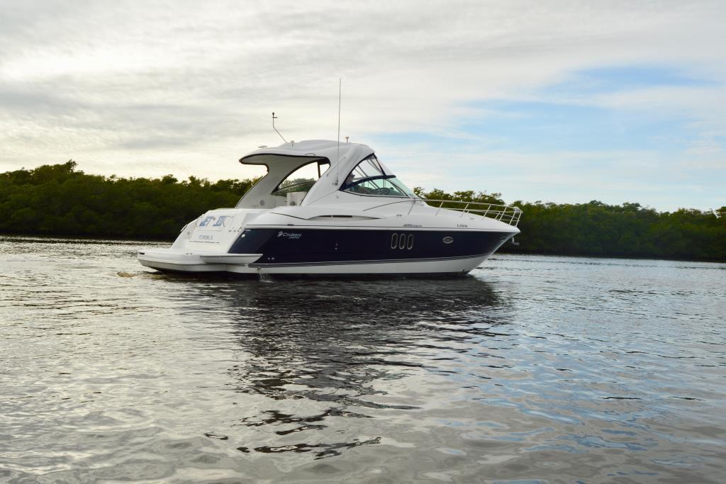 2008 Cruisers Yachts 420 Express Image Thumbnail #10