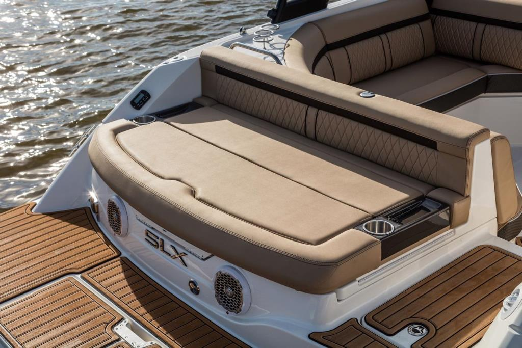 2018 Sea Ray SLX 230 Image Thumbnail #6