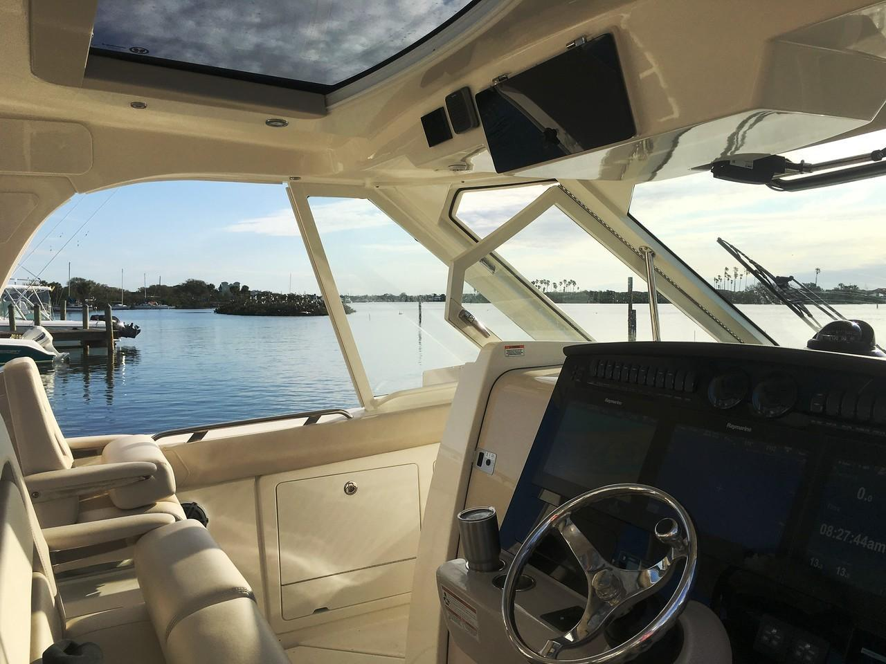 Photo 10 for 2021 Boston Whaler 380 Realm