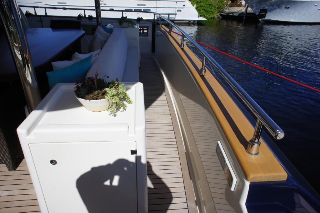Photo 10 for 2012 Ferretti Yachts Custom Line 100