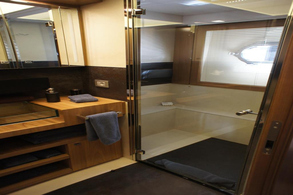Photo 75 for 2012 Ferretti Yachts Custom Line 100