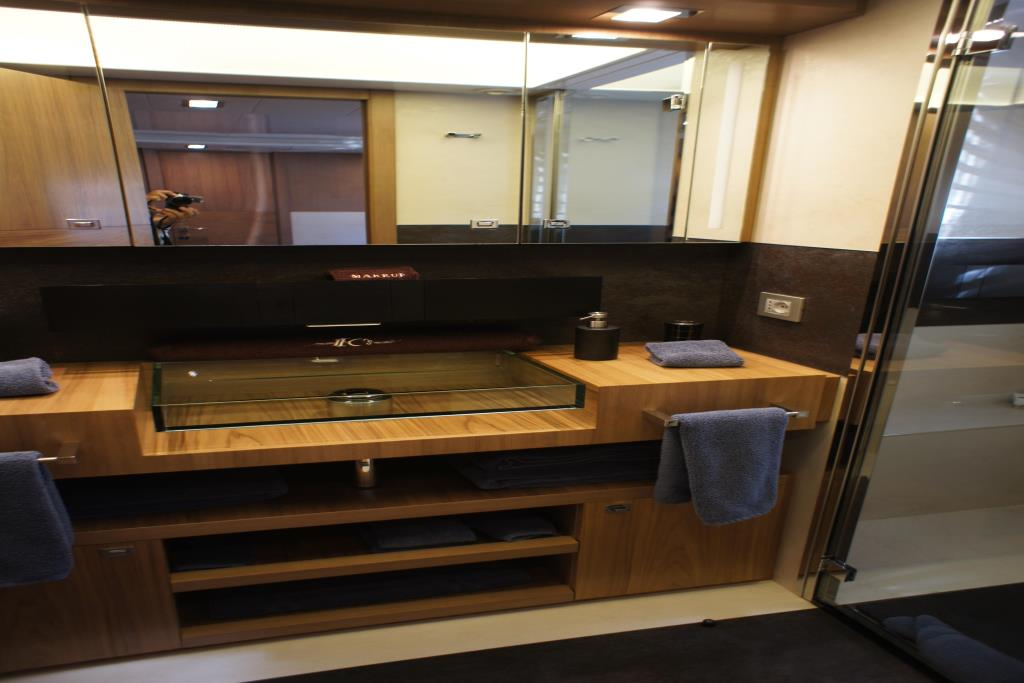 Photo 76 for 2012 Ferretti Yachts Custom Line 100