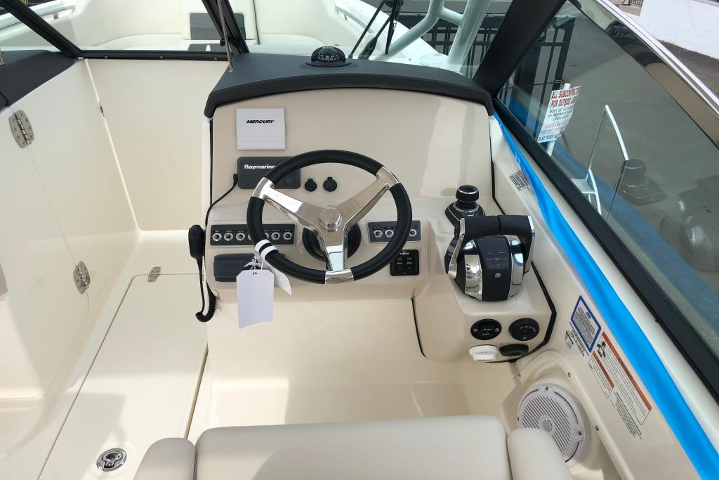 2018 Boston Whaler 270 Vantage Image Thumbnail #2