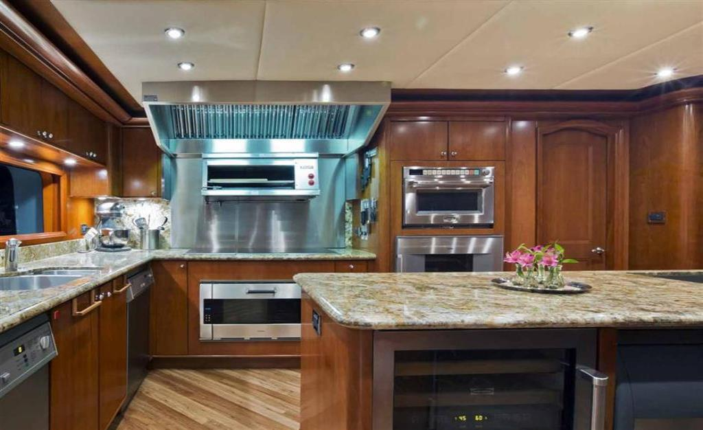 2010 Trinity Yachts Tri-Deck MY Image Thumbnail #11