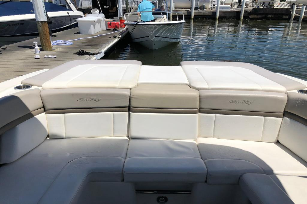 2011 Sea Ray 270 SLX Image Thumbnail #3