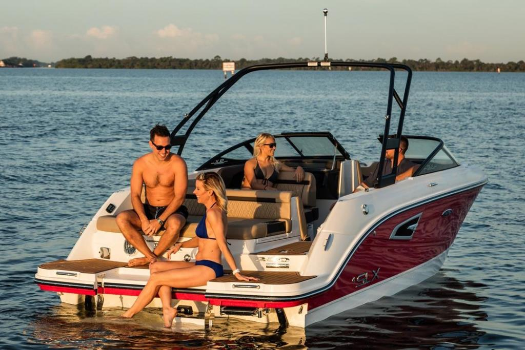 2019 Sea Ray SLX 230 Image Thumbnail #2