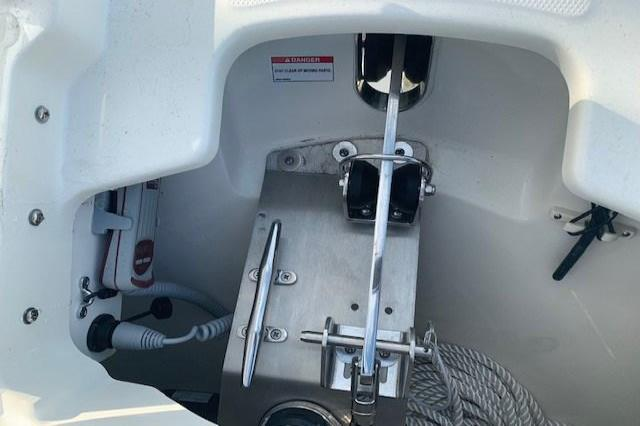 2019 Boston Whaler 270 Vantage Image Thumbnail #14