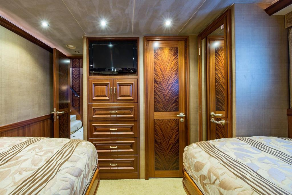 2010 Westport Raised Pilothouse Image Thumbnail #38