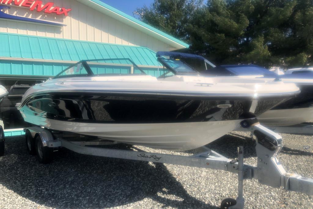 2019 Sea Ray SPX 210 Outboard Image Thumbnail #0