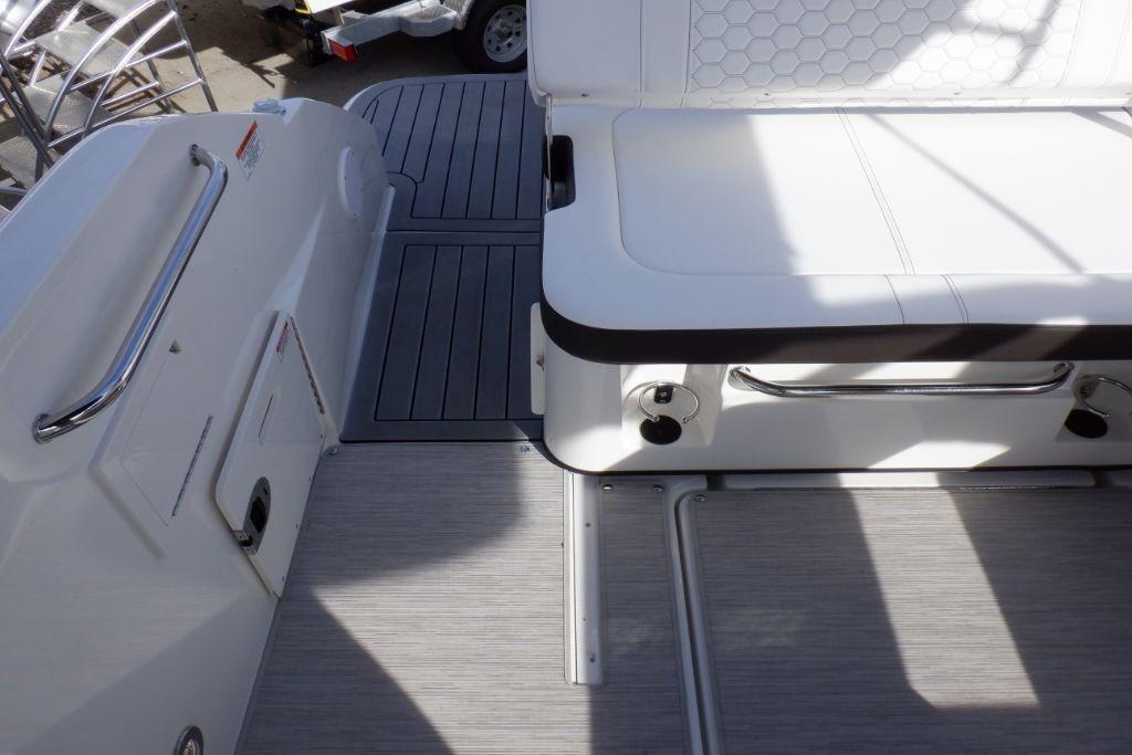 2019 Sea Ray SDX 250 Outboard Image Thumbnail #8