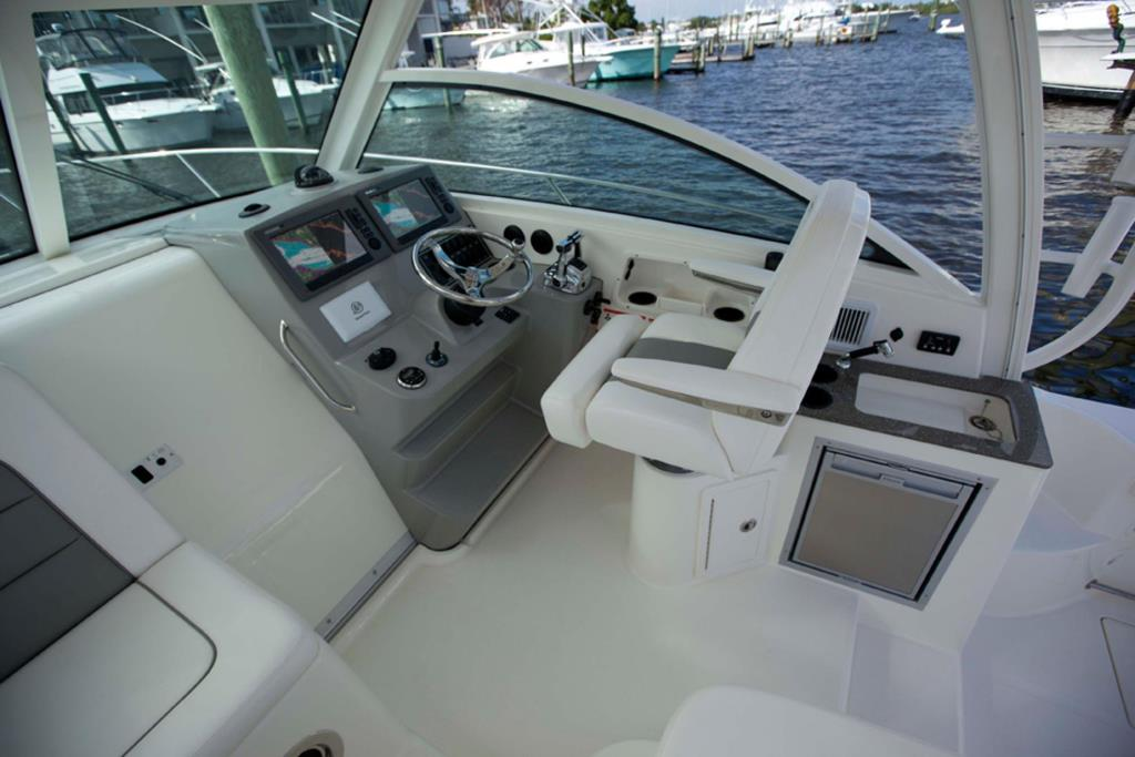 2014 Boston Whaler 315 Conquest Image Thumbnail #3