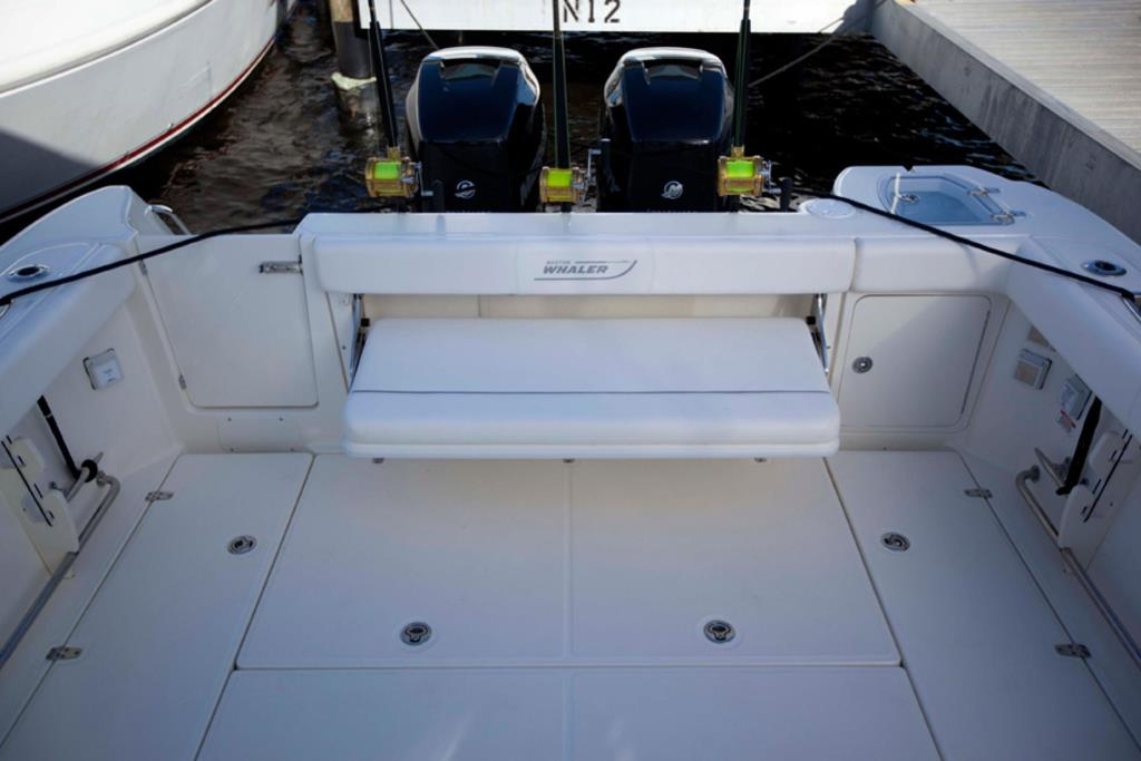 2014 Boston Whaler 315 Conquest Image Thumbnail #5