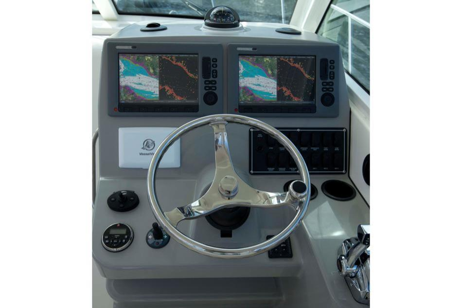 2014 Boston Whaler 315 Conquest Image Thumbnail #4