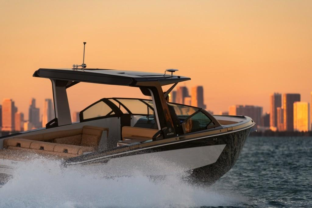 2020 Aviara                                                              AV32 Outboard Image Thumbnail #0