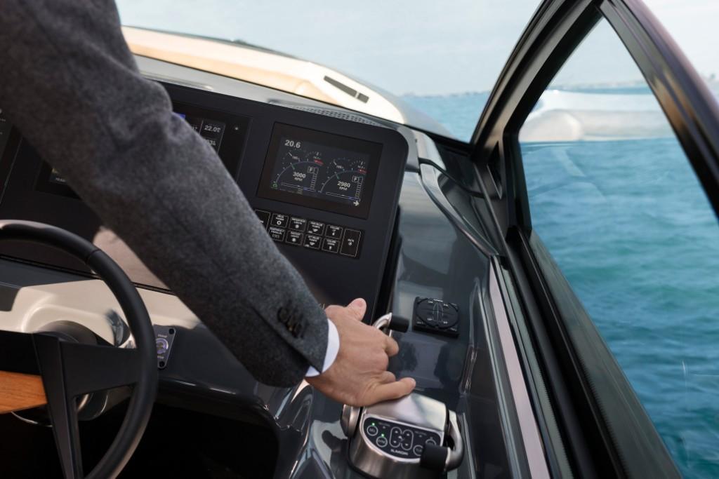2021 Aviara                                                              AV32 Outboard Image Thumbnail #5