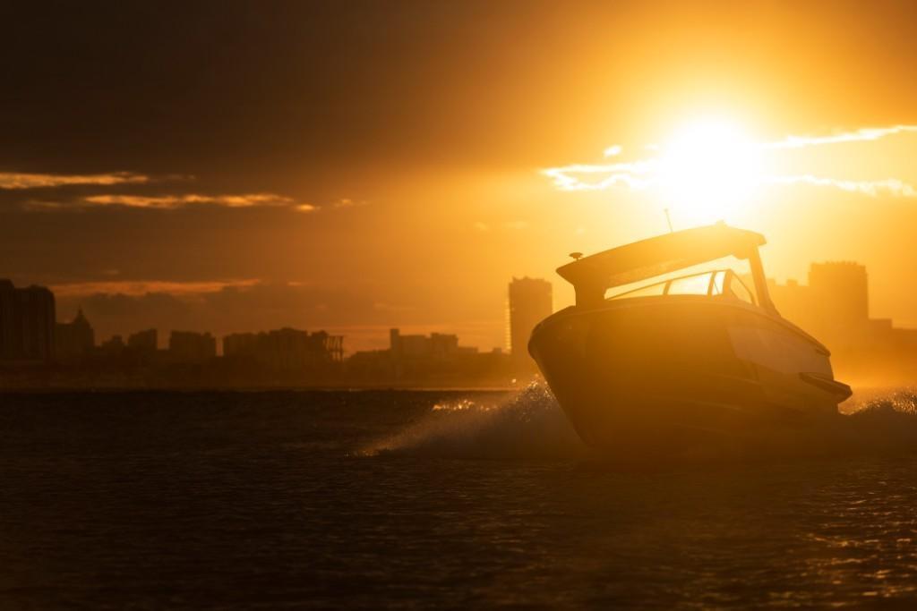 2021 Aviara                                                              AV32 Outboard Image Thumbnail #10