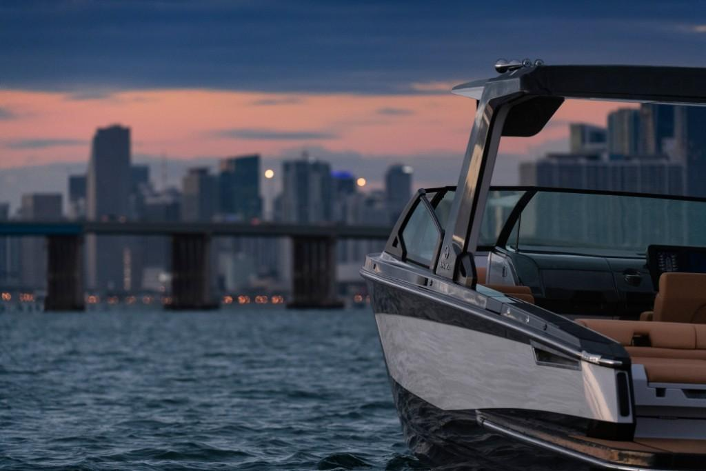 2020 Aviara                                                              AV32 Outboard Image Thumbnail #11