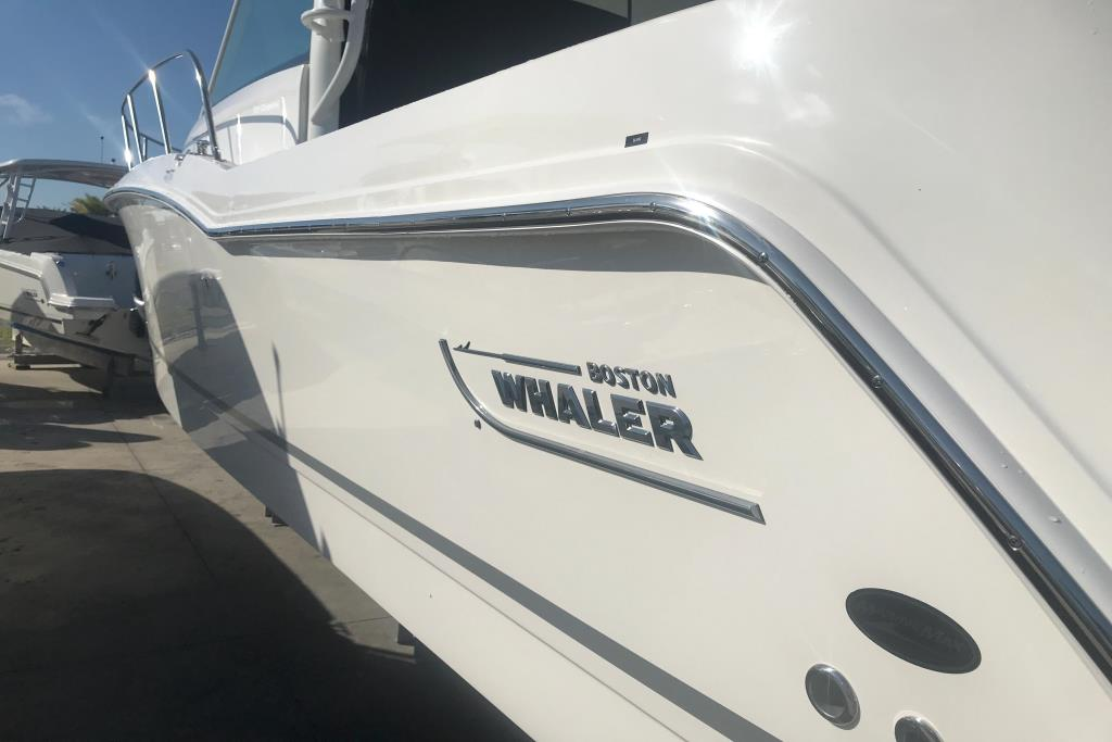 2019 Boston Whaler 315 Conquest Image Thumbnail #4