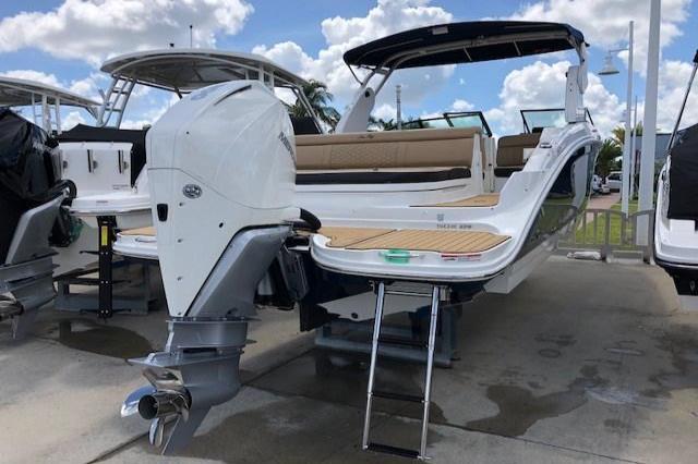 2019 Sea Ray SDX 270 Outboard Image Thumbnail #3