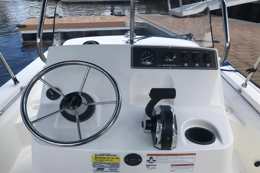 Photo 11 for 2019 Boston Whaler 150 Montauk