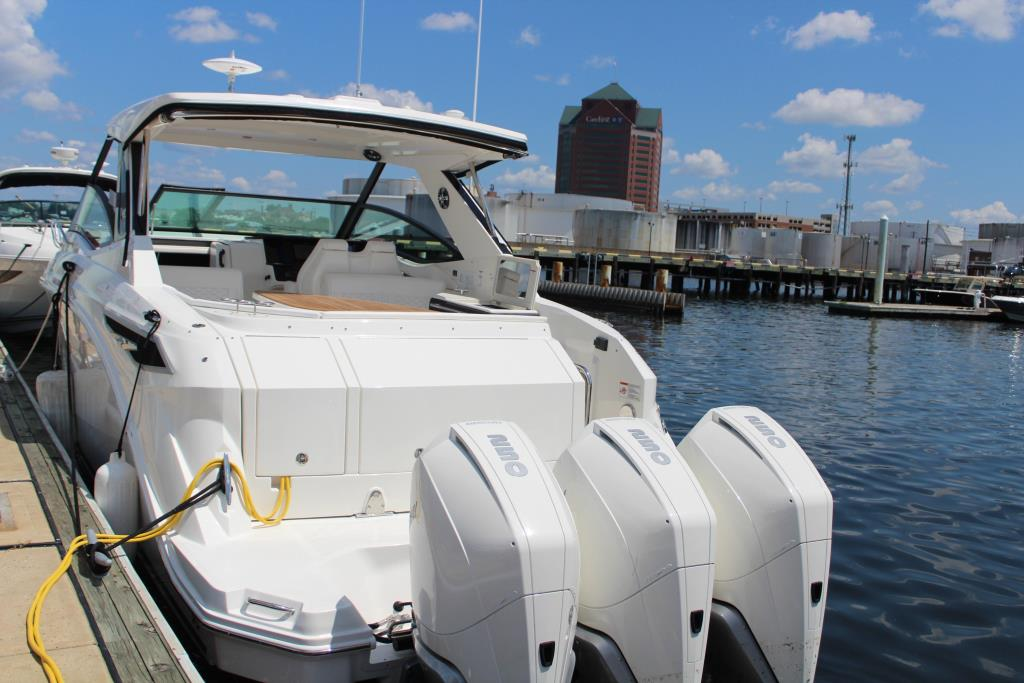 2020 Sea Ray Sundancer 320 Outboard Image Thumbnail #13