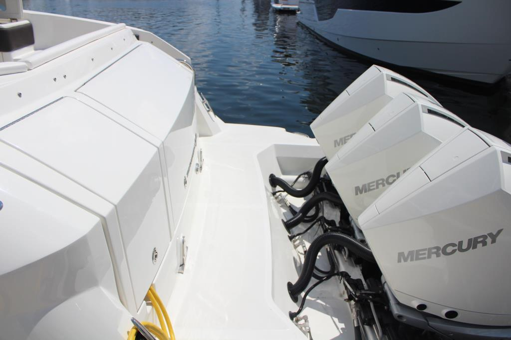 2020 Sea Ray Sundancer 320 Outboard Image Thumbnail #15