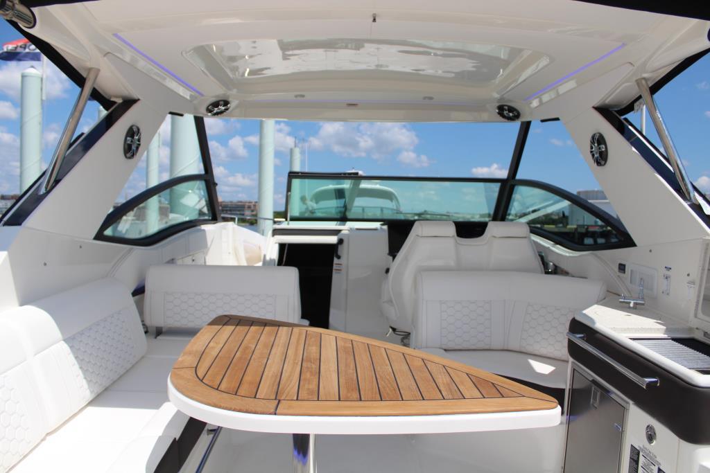 2020 Sea Ray Sundancer 320 Outboard Image Thumbnail #17