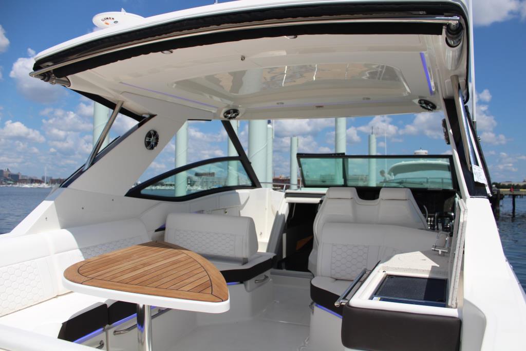 2020 Sea Ray Sundancer 320 Outboard Image Thumbnail #18