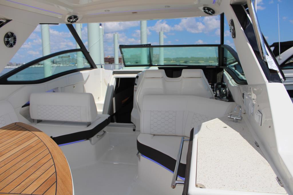 2020 Sea Ray Sundancer 320 Outboard Image Thumbnail #21