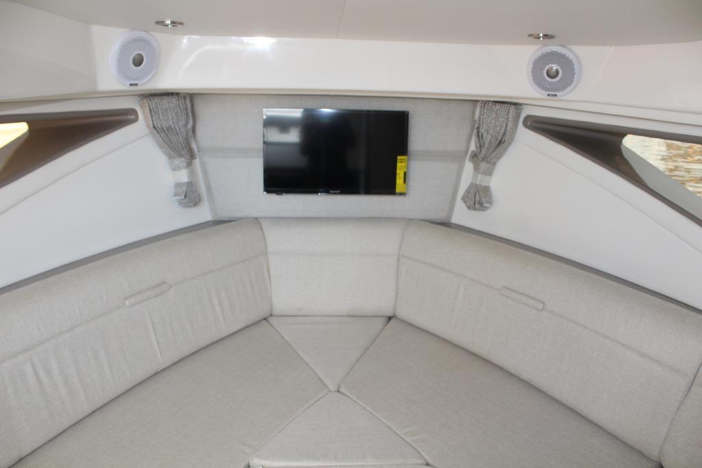 2020 Sea Ray Sundancer 320 Outboard Image Thumbnail #37