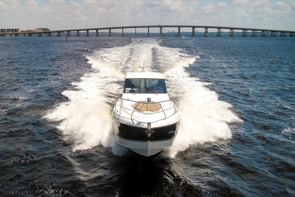 2015 Cruisers Yachts 48 Cantius Image Thumbnail #3