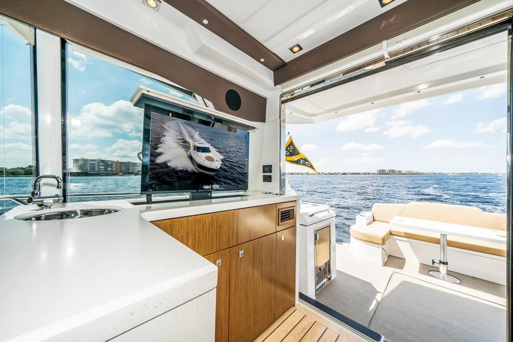 2015 Cruisers Yachts 48 Cantius Image Thumbnail #25